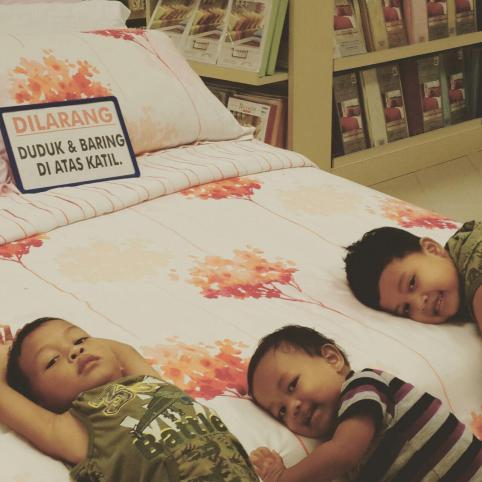 3 RAMADHAN: Badan masih menyesuaikan diri dengan aktiviti sahur dan ikut ibu abah kesana kemari sampai demam :D