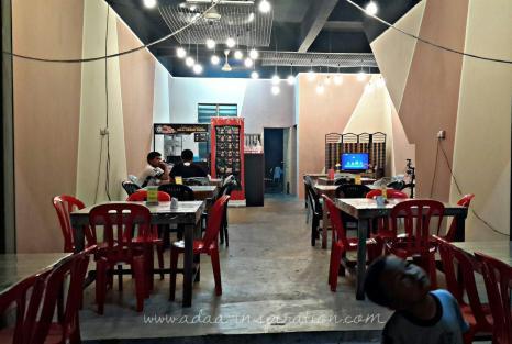 DINING AREA:DEEN BURGER BAKAR DEPAN ILP GONG BADAK